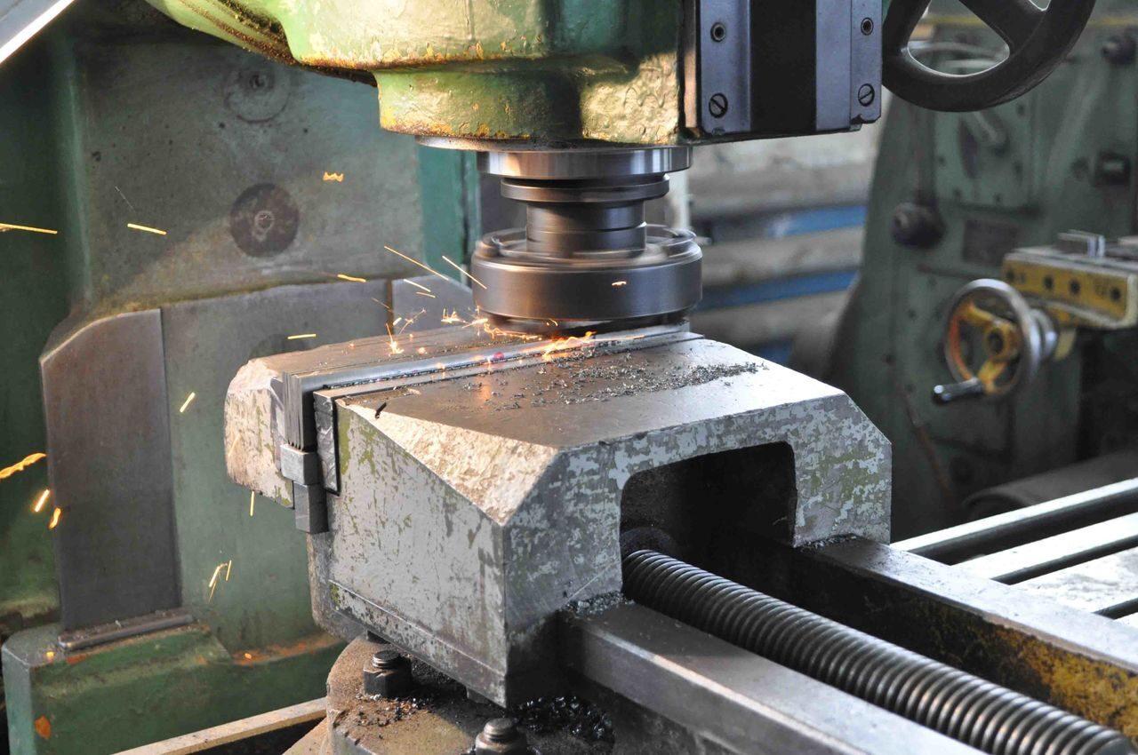 снять фрезерные работы по металлу цены Нижнего